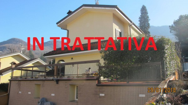 Villa a Schiera in vendita a Besano, 4 locali, prezzo € 270.000 | Cambio Casa.it