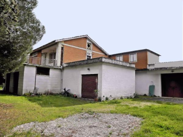 Magazzino in vendita a Frascati, 6 locali, prezzo € 559.000 | Cambio Casa.it