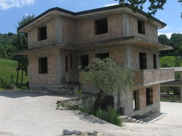 Villa in vendita a Caiazzo, 4 locali, prezzo € 160.000 | CambioCasa.it