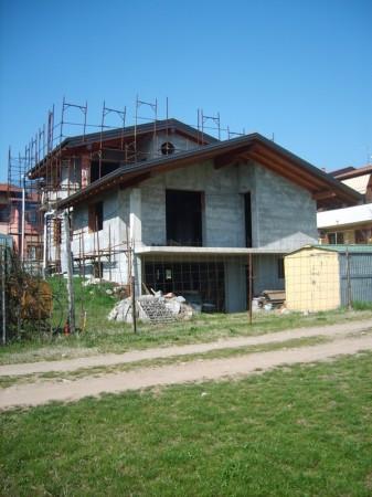 Villa in vendita a Monvalle, 6 locali, prezzo € 220.000 | Cambio Casa.it