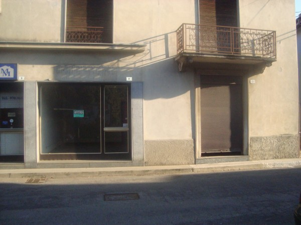 Negozio / Locale in affitto a Besozzo, 2 locali, prezzo € 900 | Cambio Casa.it