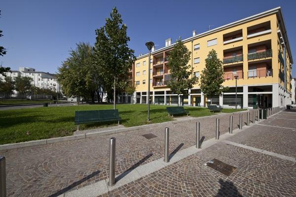 Bilocale Milano Via Parea 1