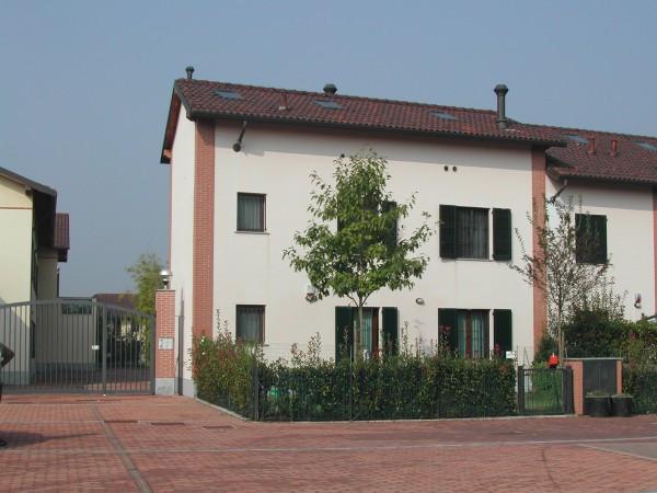 Villa a Schiera in vendita a Peschiera Borromeo, 4 locali, Trattative riservate | Cambio Casa.it