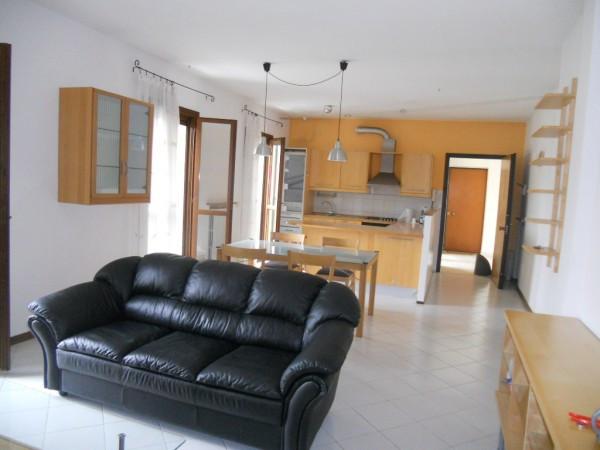 Appartamento in affitto a Gualtieri, 3 locali, prezzo € 500 | CambioCasa.it