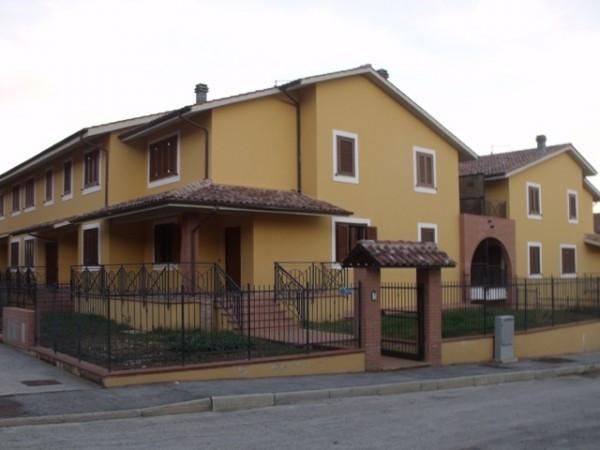 Casa indipendente in affitto a magione for Comprare garage indipendente