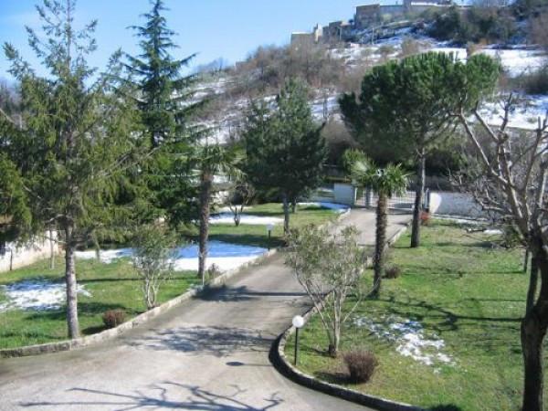 Villa in vendita a Montorio al Vomano, 9999 locali, Trattative riservate | Cambio Casa.it