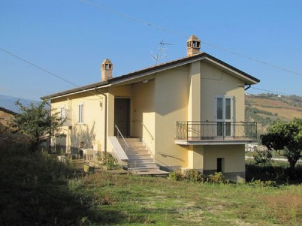 Rustico / Casale in vendita a Basciano, 6 locali, prezzo € 155.000 | Cambio Casa.it