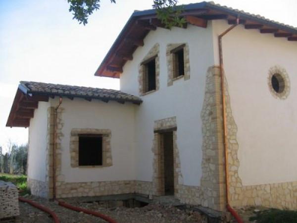 Villa in vendita a Colledara, 6 locali, prezzo € 200.000 | Cambio Casa.it