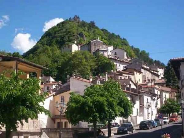 Appartamento in vendita a Rocca Pia, 4 locali, prezzo € 49.000 | Cambio Casa.it