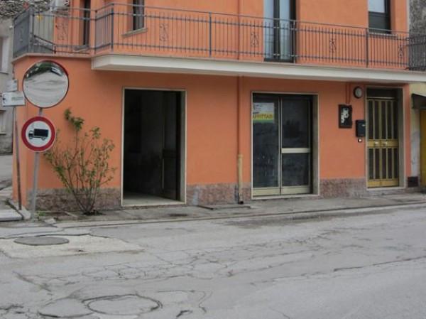 Negozio / Locale in vendita a Colledara, 5 locali, prezzo € 25.000 | CambioCasa.it