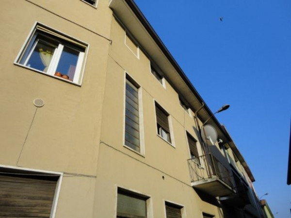 Appartamento in vendita a Cameri, 2 locali, prezzo € 59.000 | Cambio Casa.it
