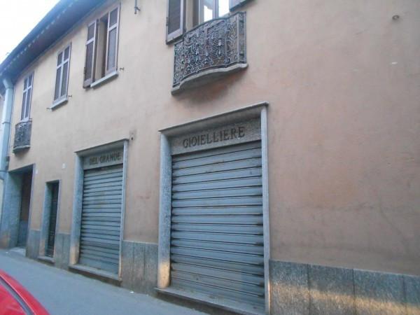 Negozio / Locale in affitto a Besozzo, 2 locali, prezzo € 500 | Cambio Casa.it