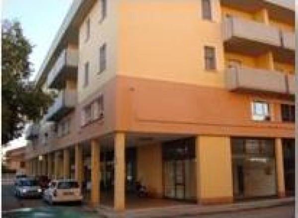 Ufficio / Studio in affitto a Bagnolo San Vito, 2 locali, prezzo € 400 | CambioCasa.it