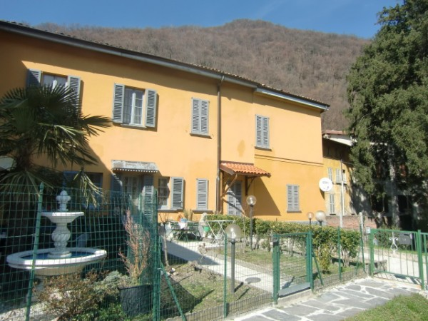 Appartamento in vendita a Valbrona, 3 locali, prezzo € 75.000 | CambioCasa.it
