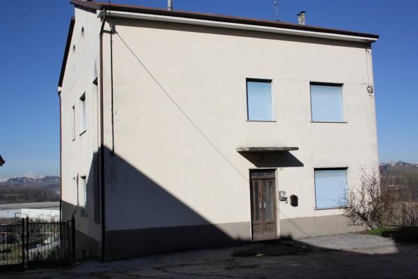 Villa in vendita a Isola d'Asti, 6 locali, prezzo € 130.000 | CambioCasa.it