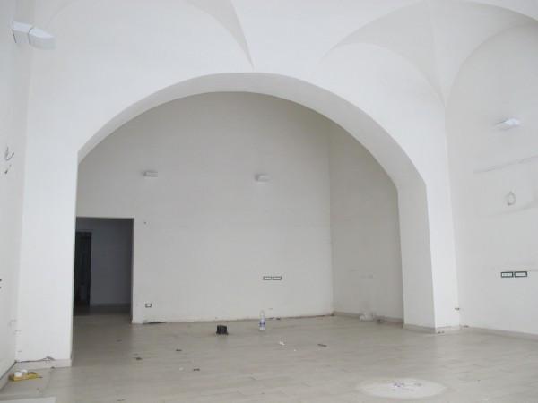 Negozio-locale in Affitto a Pistoia Centro: 5 locali, 160 mq