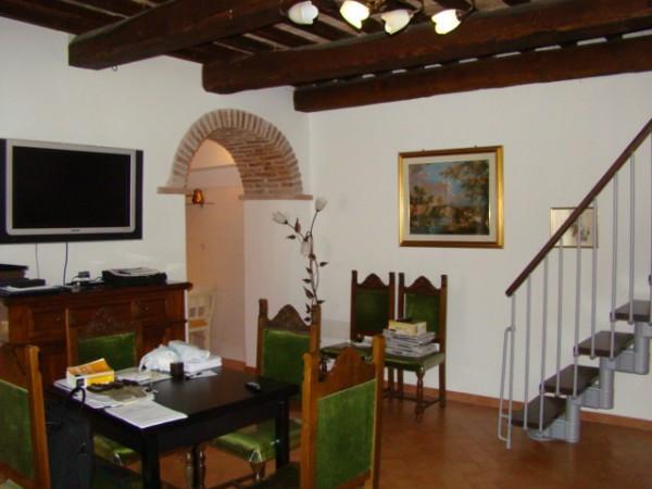 Appartamento in vendita a Camerino, 5 locali, prezzo € 300.000 | Cambio Casa.it
