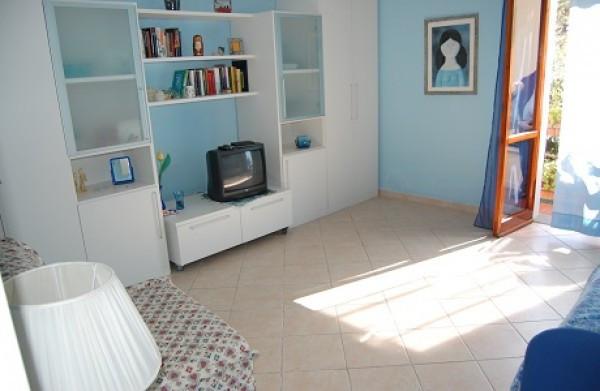 Appartamento in vendita a Montignoso, 9999 locali, prezzo € 200.000 | CambioCasa.it