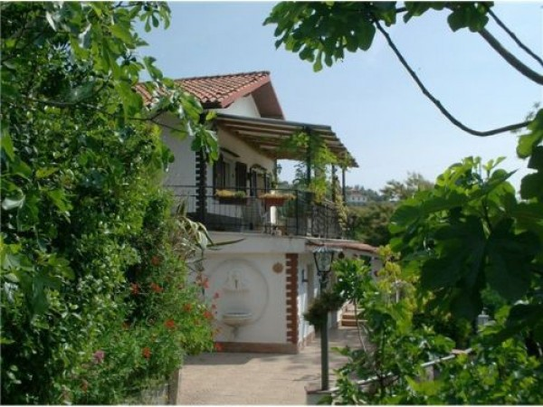 Villa/Villetta DIANO CASTELLO