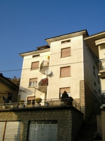 Appartamento in buone condizioni in vendita Rif. 4423096