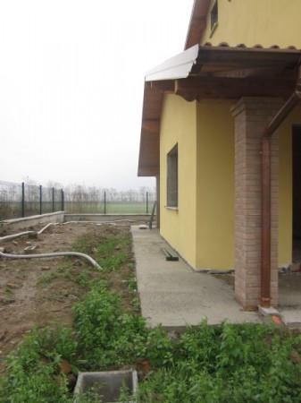 Villa in vendita a Chignolo Po, 4 locali, prezzo € 220.000   CambioCasa.it