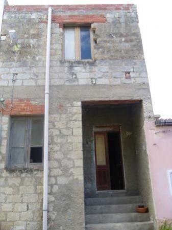 Tresnuraghes, antica casa da ristrutturare a soli cinque min