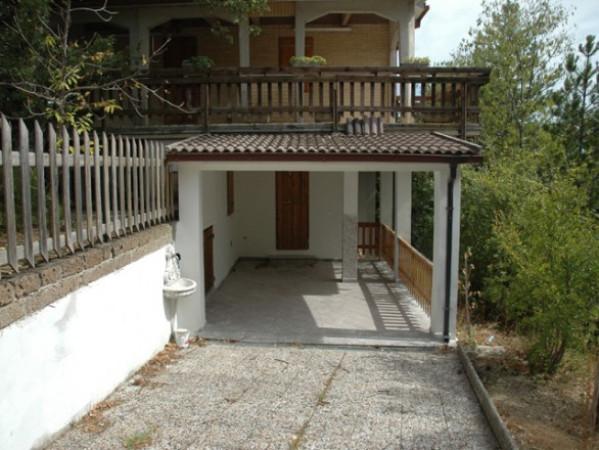 Villa in buone condizioni parzialmente arredato in vendita Rif. 4228033