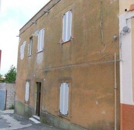 Antica e spaziosa casa con cortile ideale per struttura ricettiva